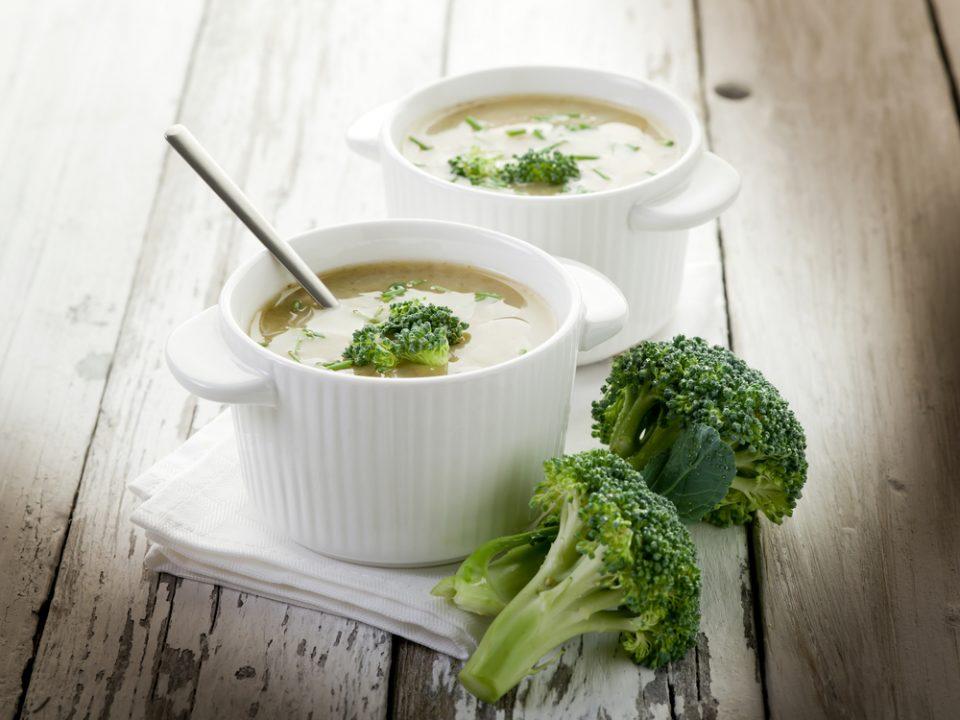 bowls-of-broccoli-soup
